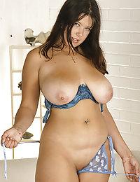 Charming full brunette gets rid of her lingerie
