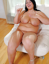 Plump ravenhead shows her knockers and shaven slit